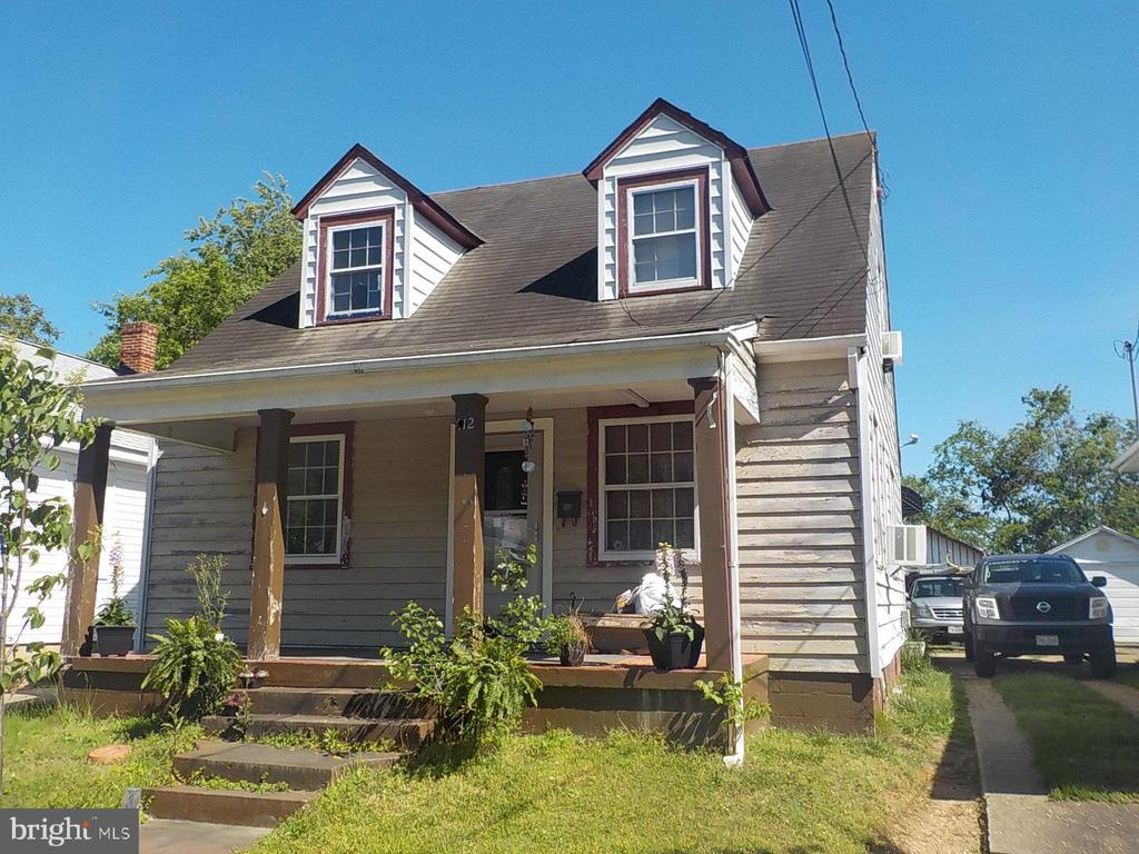 Location! Location! Location!  Bring you Buyers Great location In the city.  Diamond in the rough!!Renovate and make it your own dream home.   Large back yard Plenty of room for entertainment and/or an addition to the existing home.
