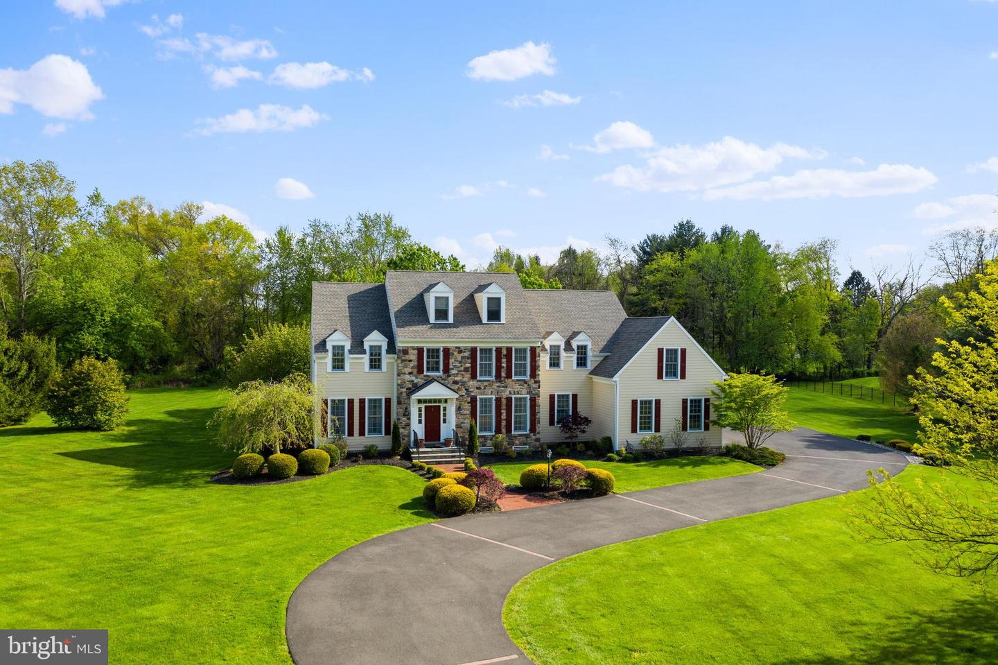 7 VALLEY VIEW DR, NEWTOWN, PA