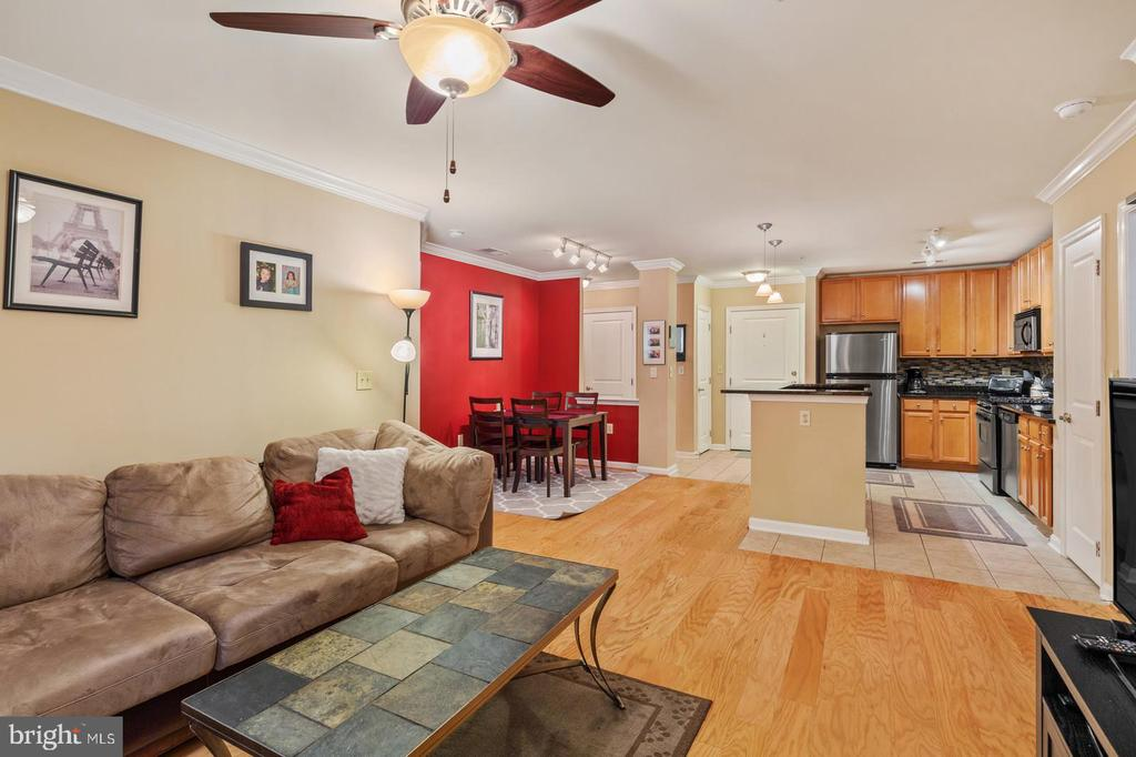 2665 Prosperity Ave #11, Fairfax, VA 22031
