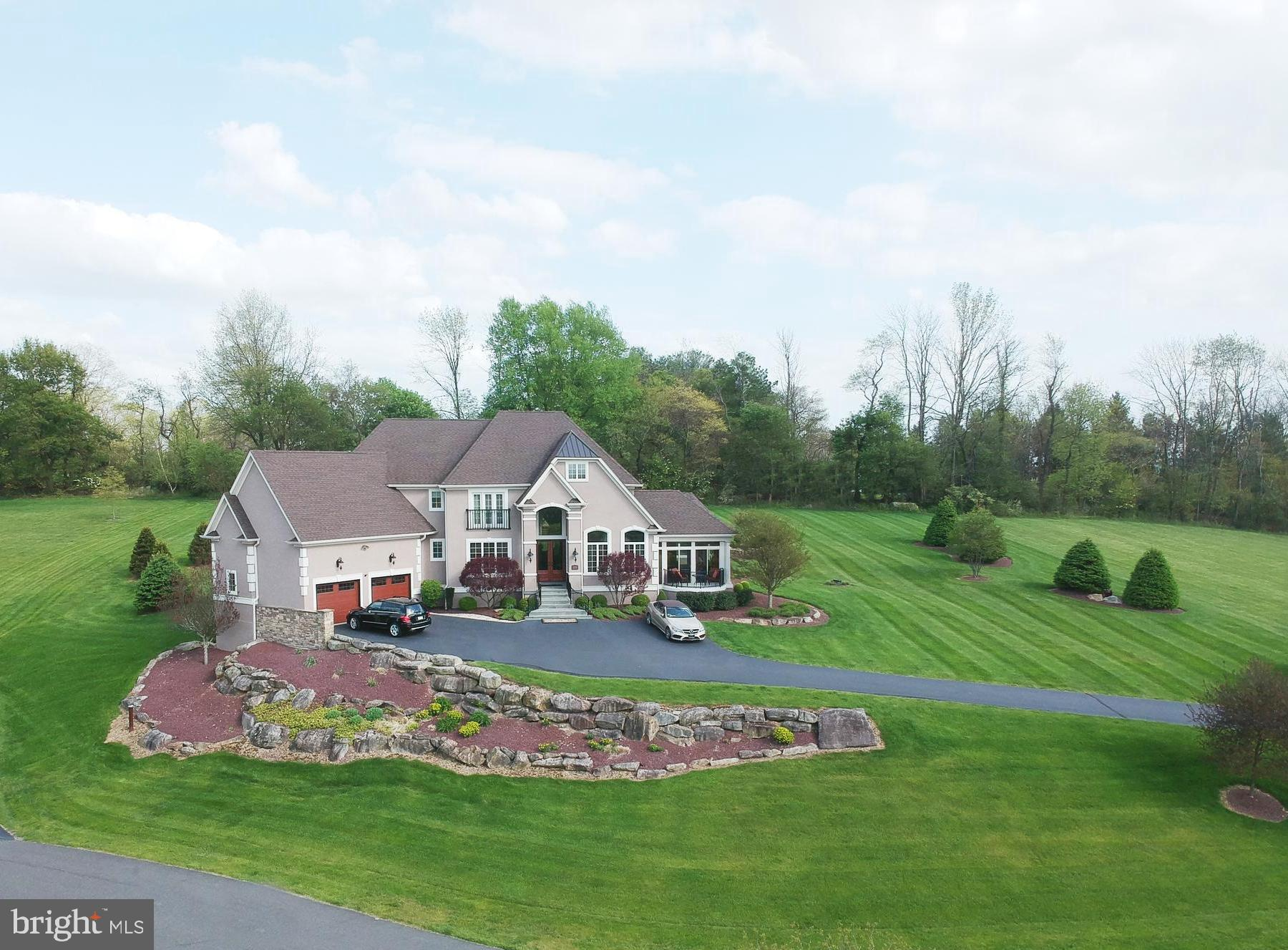 2720 Imperial Crest Lane, Hellertown, PA 18055