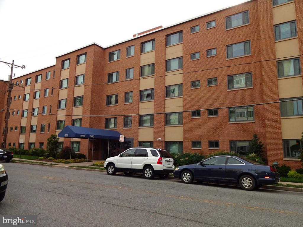1200 S Arlington Ridge Rd #701, Arlington, VA 22202