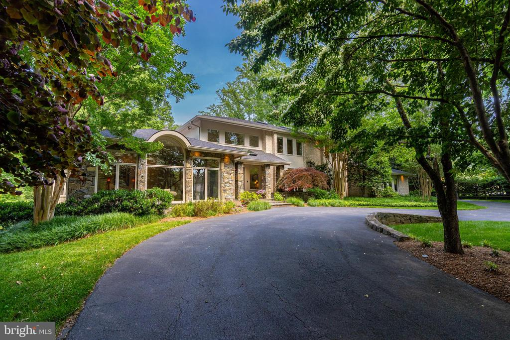 9129 Persimmon Tree Road, Potomac, MD 20854