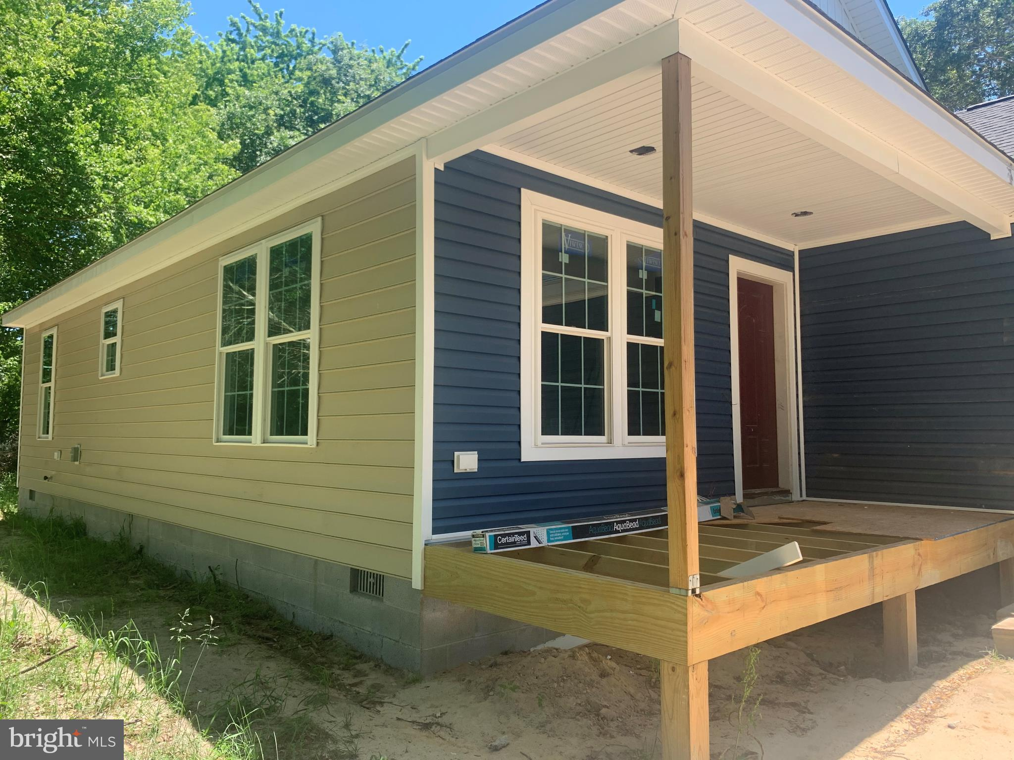 New Construction located in Town of Ellendale.2 Car attached garage.Owner is licensed Delaware Real Estate Agent. Completion within 30 days.