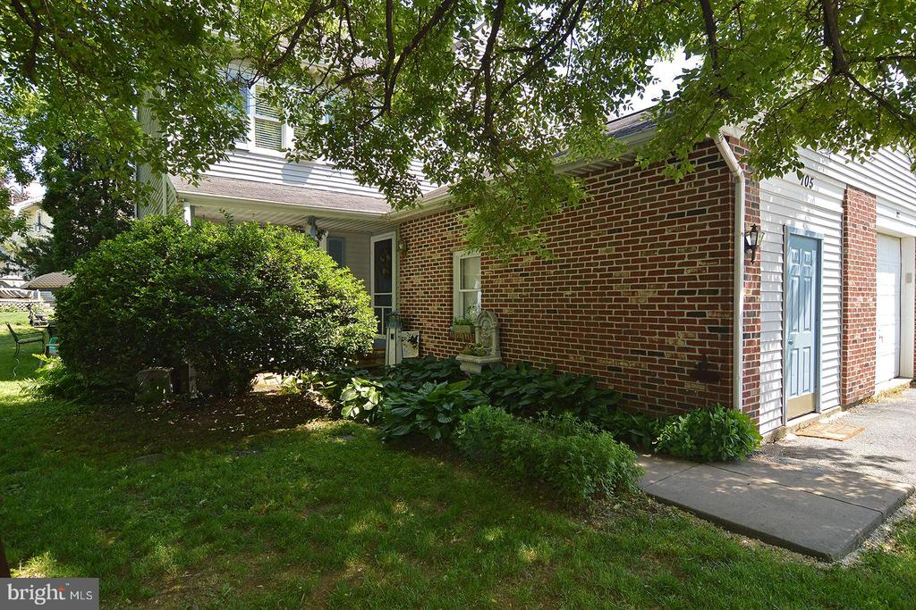 105 S 5Th Street, Womelsdorf, PA 19567