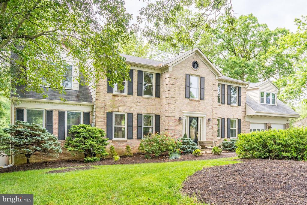 11767 Hollyview Dr, Great Falls, VA 22066