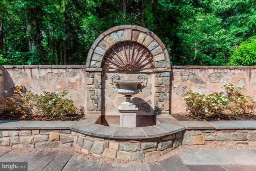 9324 Georgetown Pike Great Falls VA 22066
