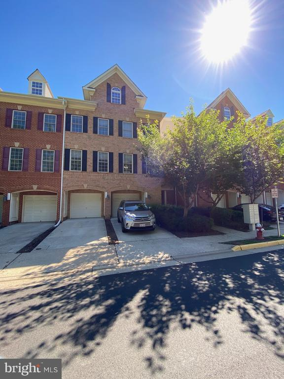 4647 Red Admiral Way #163, Fairfax, VA 22033