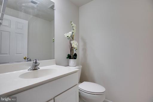 5022 Cool Fountain Ln Centreville VA 20120