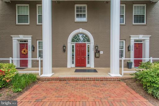 1304 Roundhouse Ln #303, Alexandria, VA 22314