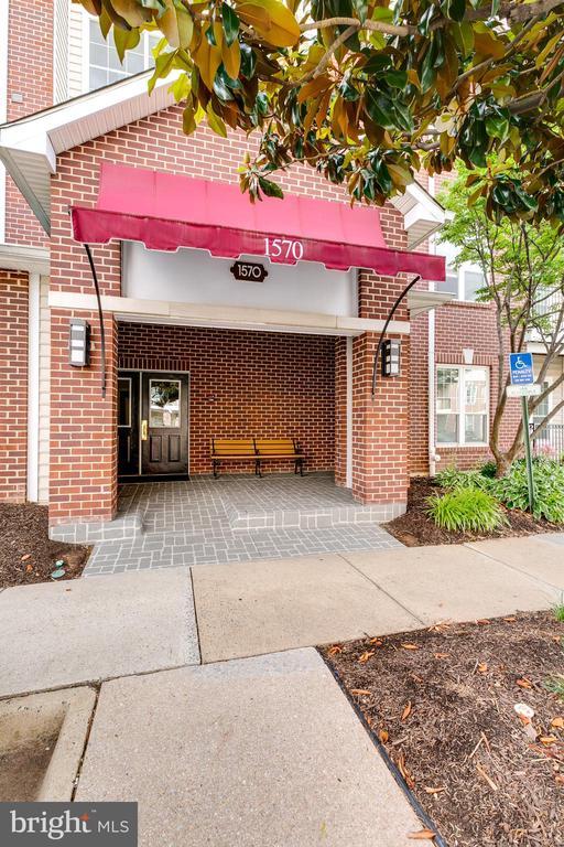 1570 Spring Gate Dr #7416, McLean, VA 22102