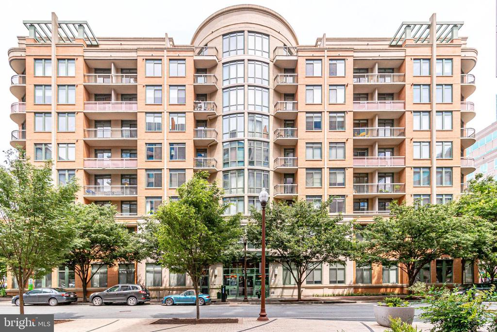3625 10th St N #310, Arlington, VA 22201