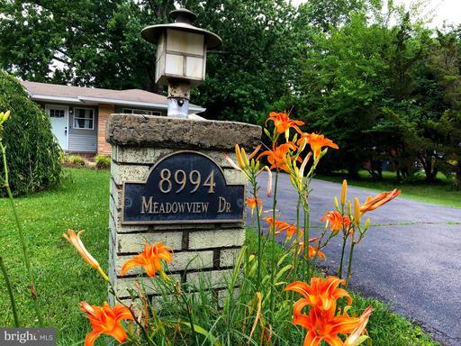 8994 Meadowview Dr