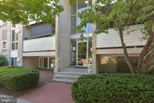 5608 Bloomfield Dr #201