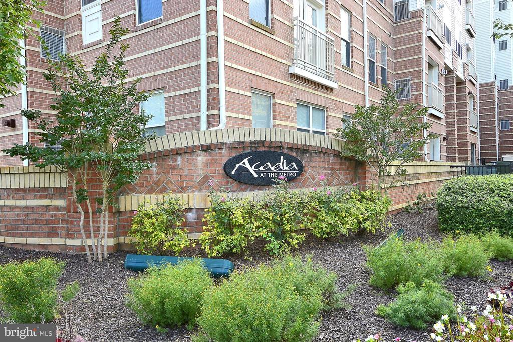 9480 Virginia Center Blvd #303, Vienna, VA 22181