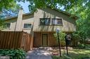 5741 Nordeen Oak Ct