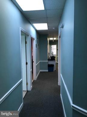 10527 Braddock Rd #8b Fairfax VA 22032