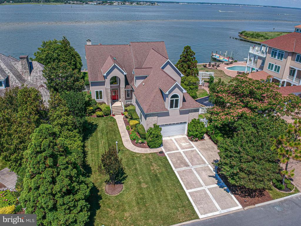 True Bay front Custom Home with Pool and Multiple Boat Docks. Down Town location on Mallard Island.  2 Waterfront Master  Suites . One Bedroom on the first floor with separate bath. All Bedrooms have walk in closet.   Lots and lots of closets. Extra large 2 car garage. 3 Fireplaces for your winter enjoyment. Lawn irrigation system, 1 7.5KW Generator and water softener. Many Bayfront Balconies.