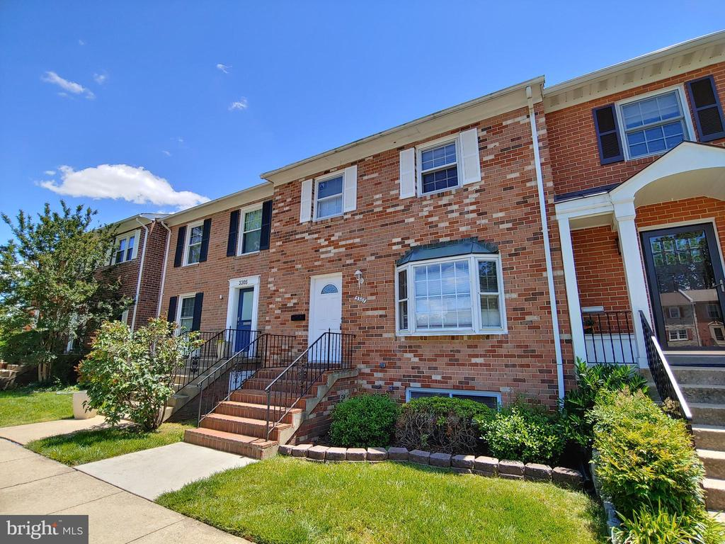 3307 Spring Ln, Falls Church, VA 22041