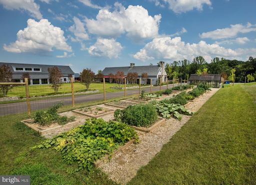 1499 Meadowlark Glen Rd Dumfries VA 22026