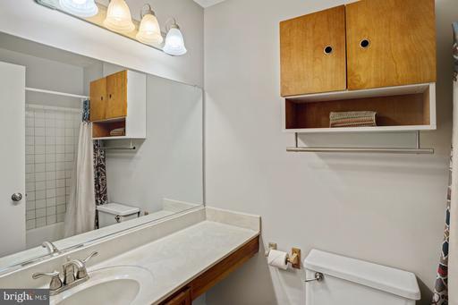 14426 Coachway Dr Centreville VA 20120