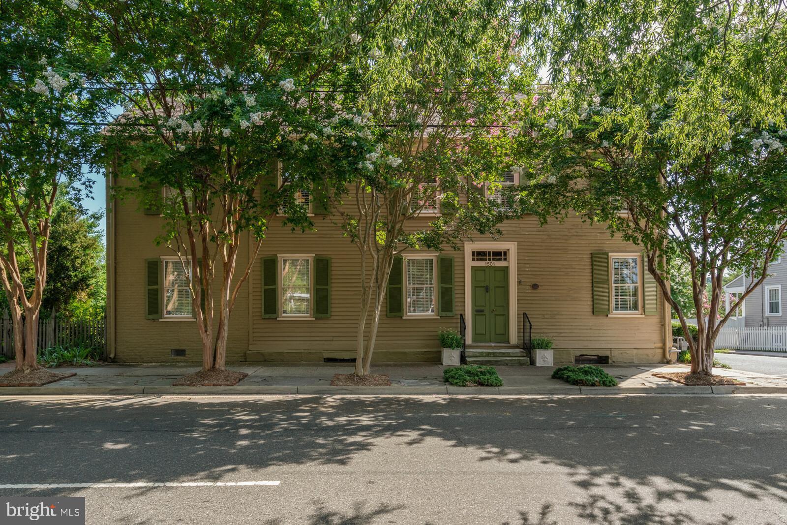 1501  Caroline Street