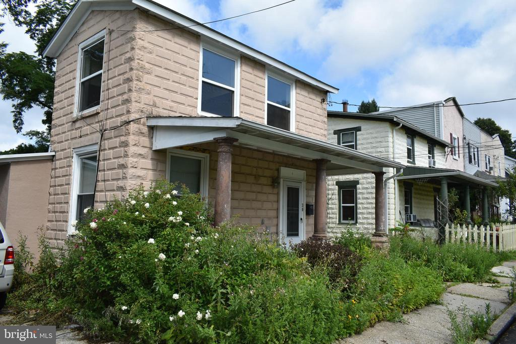 Opportunity knocks in Tredyffrin Easttown School District. Bring your contractor and imagination,  to this  diamond in the rough, and make this property your own or use as an investment property. Minutes to medical facilities,  shopping center, and transportation.  Buyer is responsible for township U &O and any lender's  require repairs. Property, to be sold in as-is condition. Inspections are for informational purposes only.