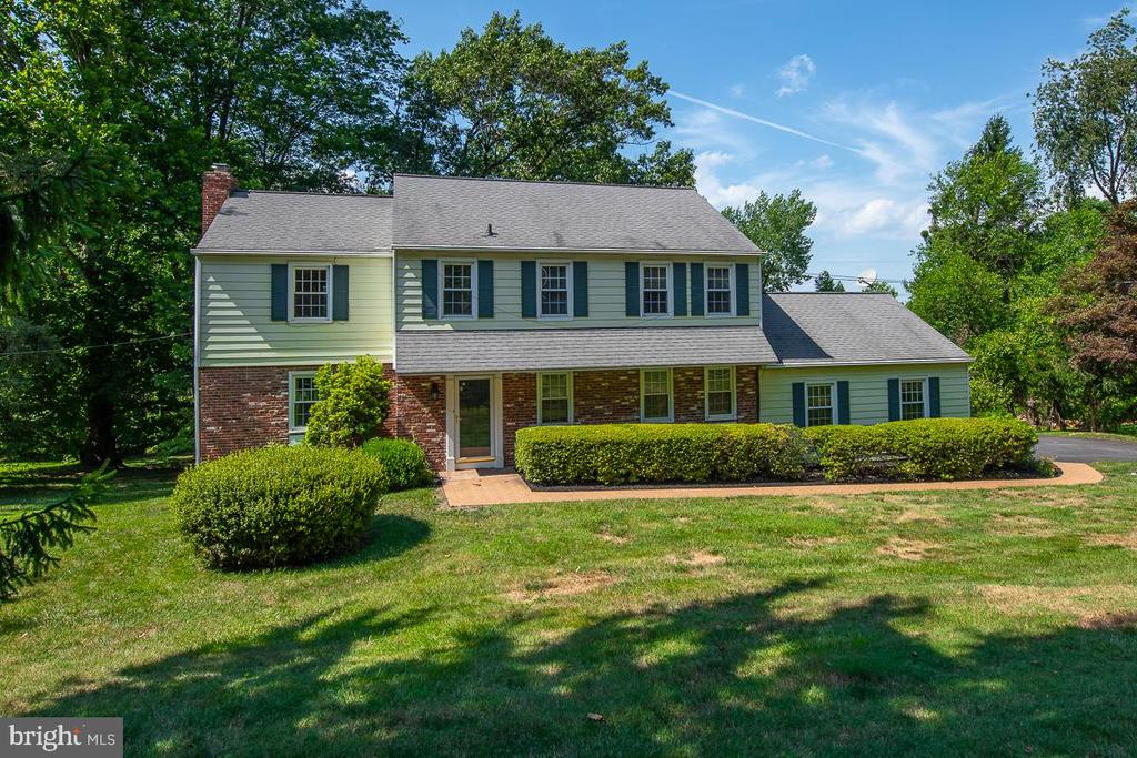 This just might be the one you have been waiting for.  A true 2 story colonial, featuring 4 bedrooms, 3 full baths plus powder room, a cul de sac location,  refinished hardwood floors t/o,  renovated granite Kitchen w/ GE stainless steel appliances that is open to a beautiful Breakfast Room,  renovated bathrooms, new gas heating, new composite deck, new driveway, PLUS, a great finished lower level with lots of windows, a full BATH and a door to the spacious backyard.  This home has been lovingly maintained and continuously updated by the current owners for the last 20 years and it shows.  It is located in the top School District in the State and only 1.4 miles to the spectacular newly renovated Paoli Train Station.  The 8 acre Friendship Park adds more to your everyday enjoyment with Basketball courts, Picnic area, Tennis courts and Tot Lot.  Shopping and dining in all your favorite locations are just minutes away.  This awesome house is priced to sell and will not last.  Call your agent today for an appointment.