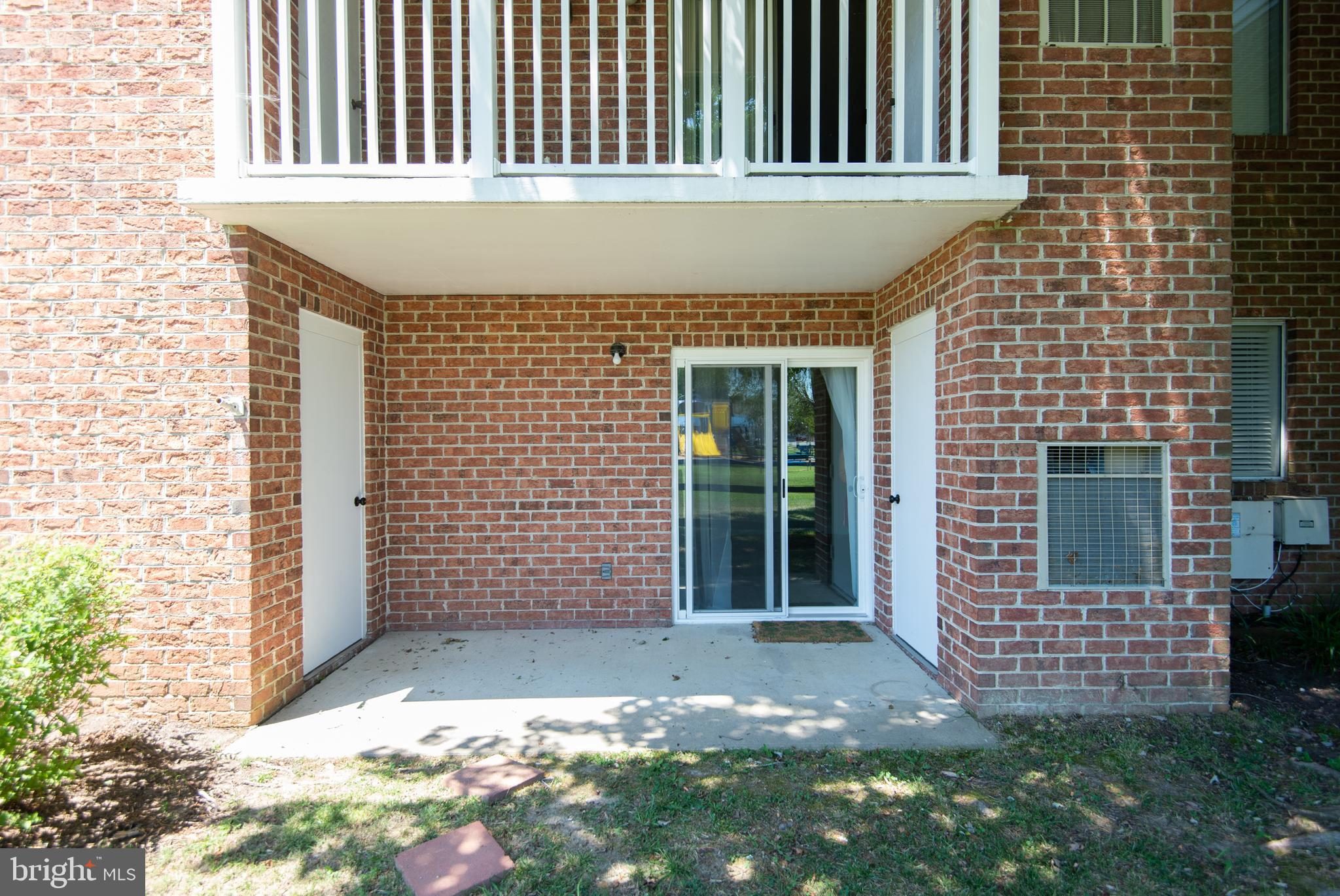 Cute first floor condo!  Enjoy the park view while you sit on your patio!   2 BRs and 1 bath.  Fireplace in the living room.  This unit also features a bonus room for guest or as an extra living space. All appliances are  included and there is a separate utility area.    Outside storage closet. Close to the boat ramp and all Cambridge locations.