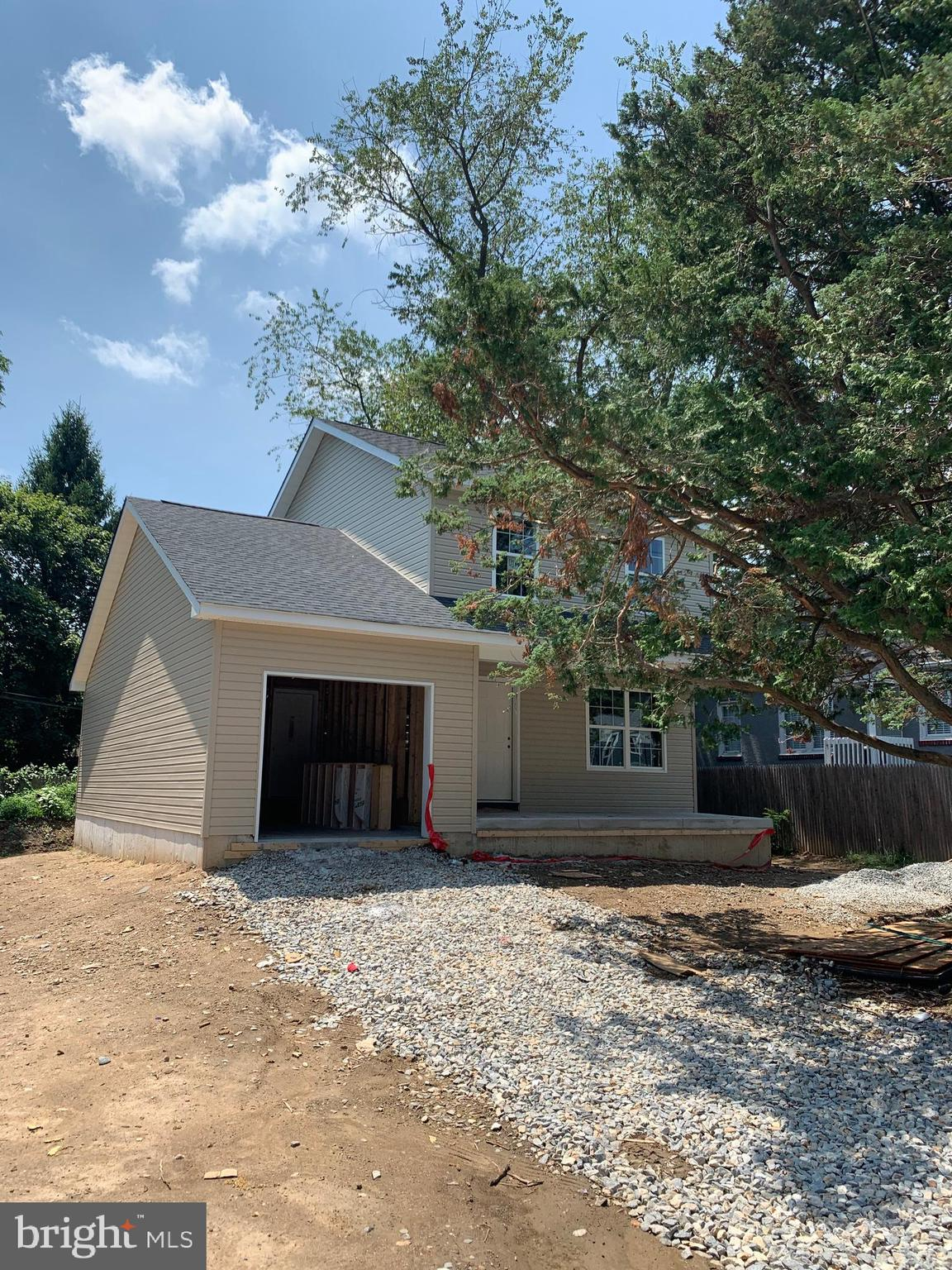 Come check out this 3 bedroom 2.5 bath, new construction home located in Tuxedo park. Construction will be completed within 30 days. This brand new home is ready for its new owner ! Schedule your appointments today !