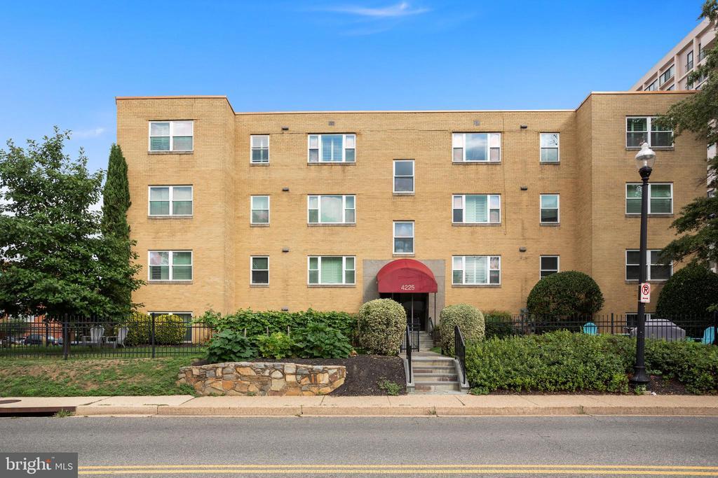 4225 N Henderson Rd #4, Arlington, VA 22203