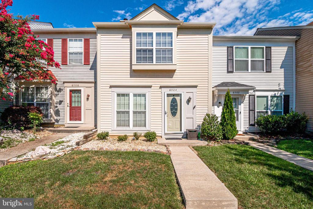 6504 Old Carriage Dr, Alexandria, VA 22315