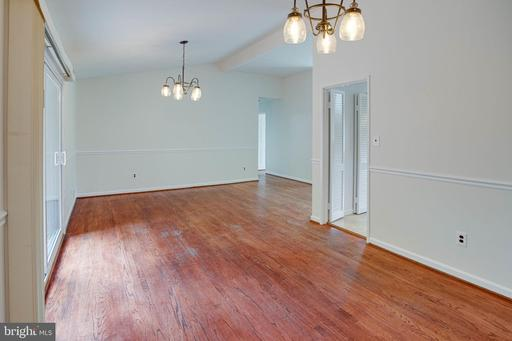 9424 Braddock Rd, Fairfax 22032