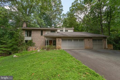 10408 Hunter Ridge Dr, Oakton, VA 22124