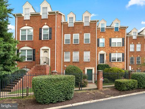 2410 N Greenbrier Ct Arlington VA 22207