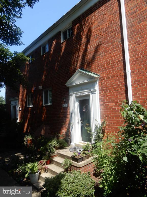 3727 Gunston Rd, Alexandria, VA 22302