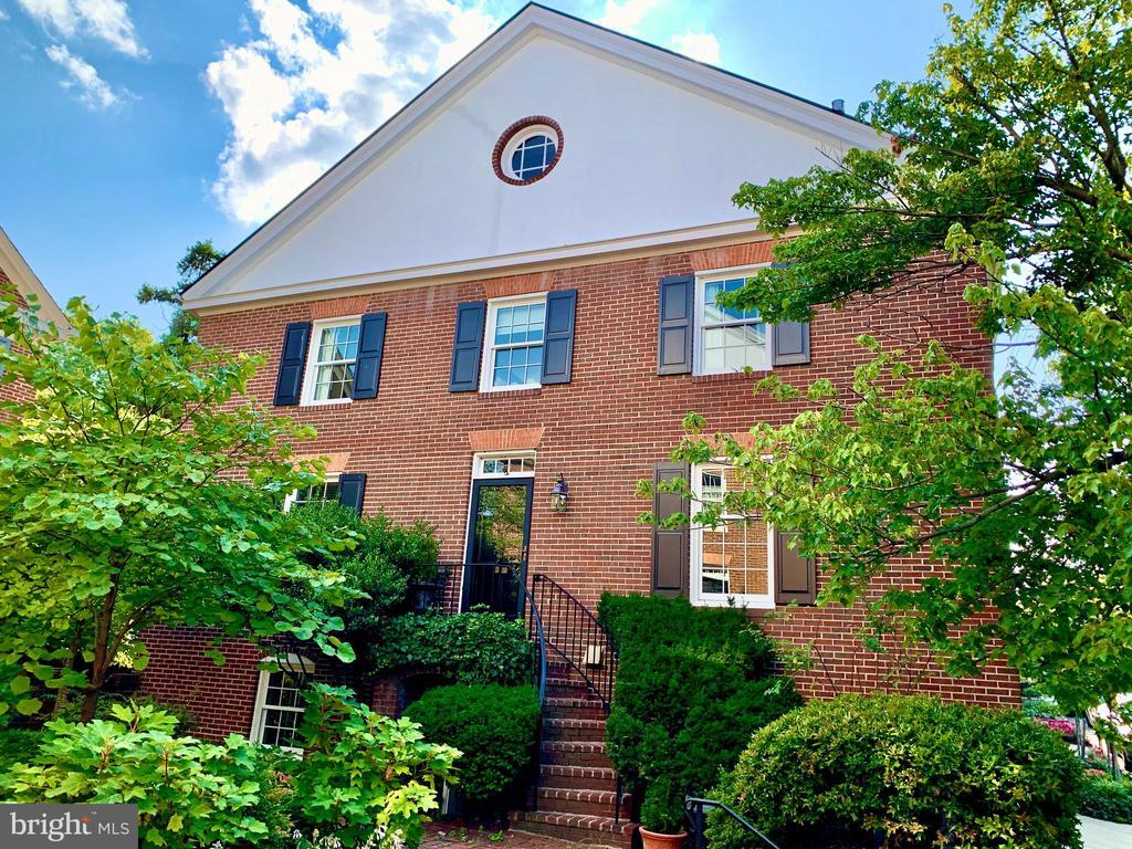 112 Gibbon St, Alexandria, VA 22314