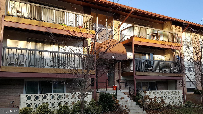 200 Park Terrace Court SE #3 - Vienna, Virginia 22180