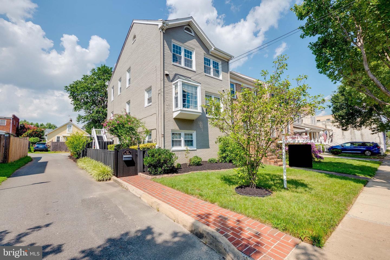 512 Howell Avenue   - Alexandria, Virginia 22301