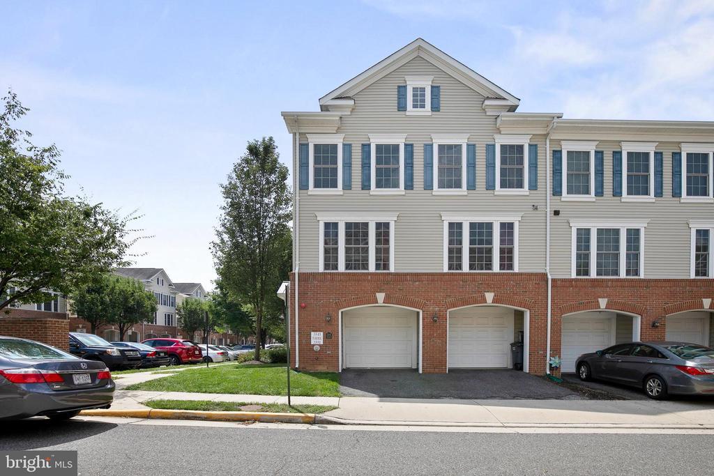 3541 Huntley Manor Ln, Alexandria, VA 22306