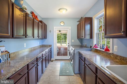 636 Oak St Herndon VA 20170