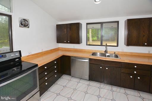 10501 Birnham Rd Great Falls VA 22066