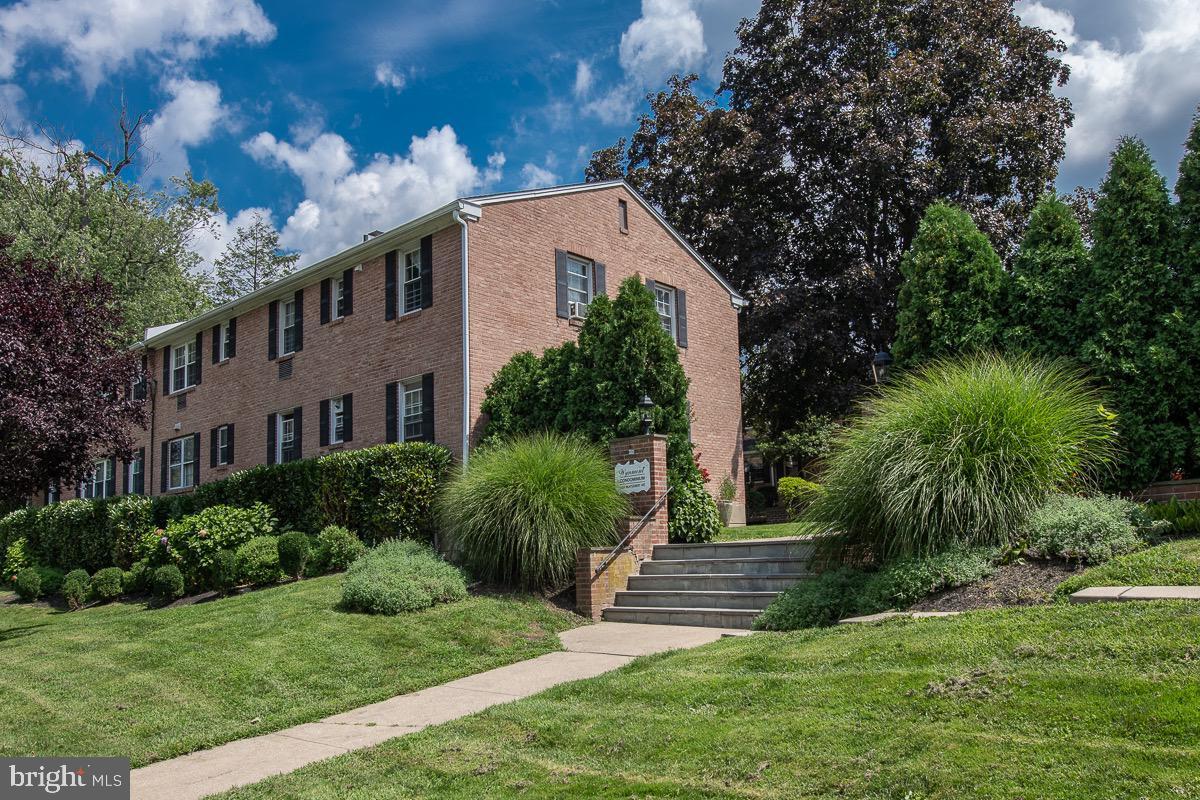 1334 Montgomery Avenue Narberth, PA 19072