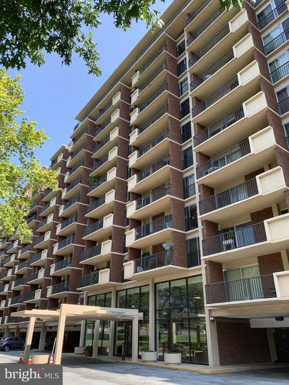 Photo of 1300 Army Navy Dr #1020