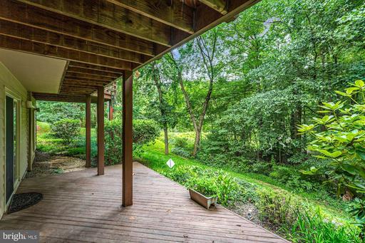 1608 Woodstock Ln Reston VA 20194