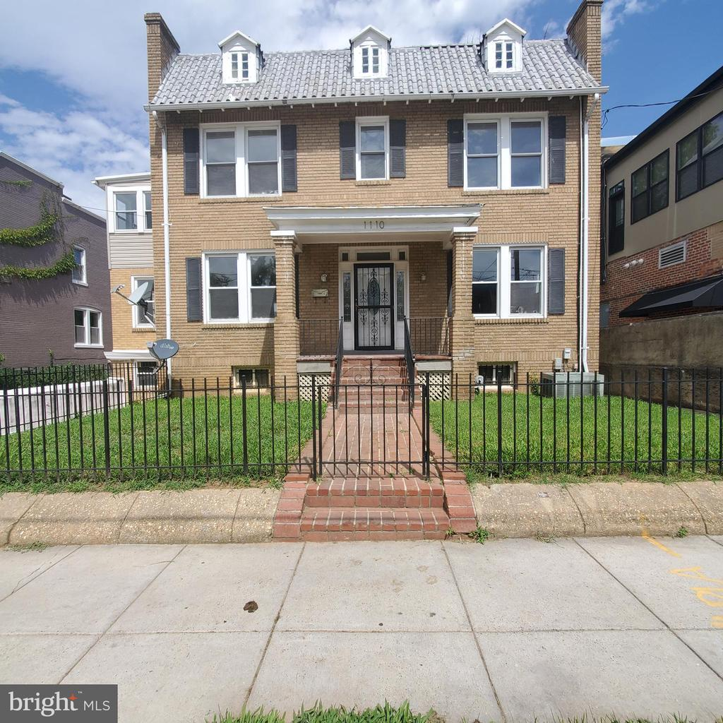 THIS IS AN AMAZING HOME THAT HAS AWESOME SPACE AND CAN BE AN AWESOME HOME FOR THE RIGHT BUYER.   THE HOME IS A DIAMOND IN THE ROUGH. YOU DEFINITELY WANT TO CHECK IT OUT.    LOCATED IN THE HEART OF BROOKLAND