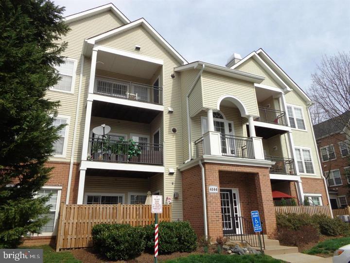 4144 Fountainside Ln #303, Fairfax, VA 22030