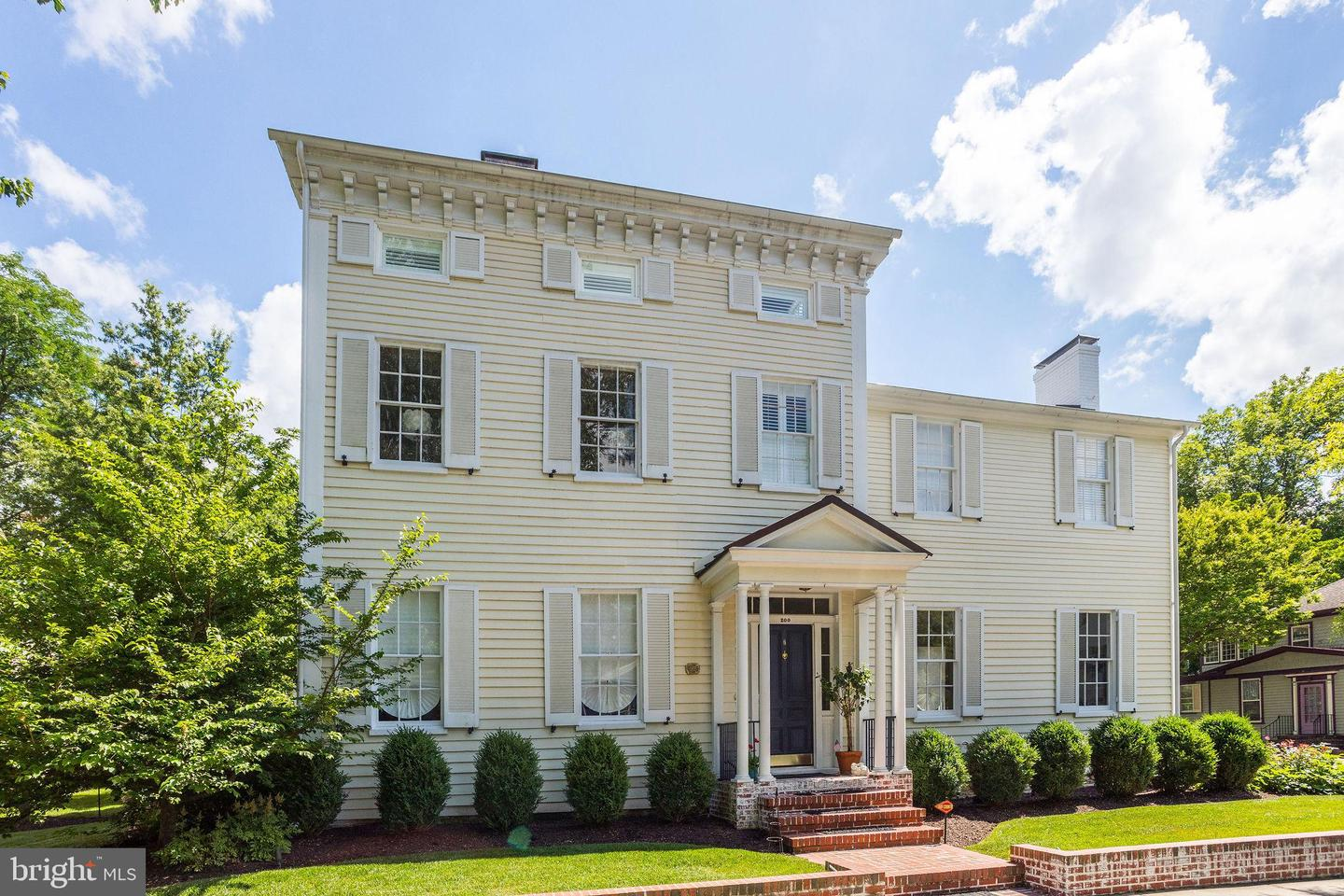 Easton                                                                      , MD - $1,900,000