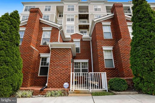 1645 International Dr #Th14, McLean, VA 22102