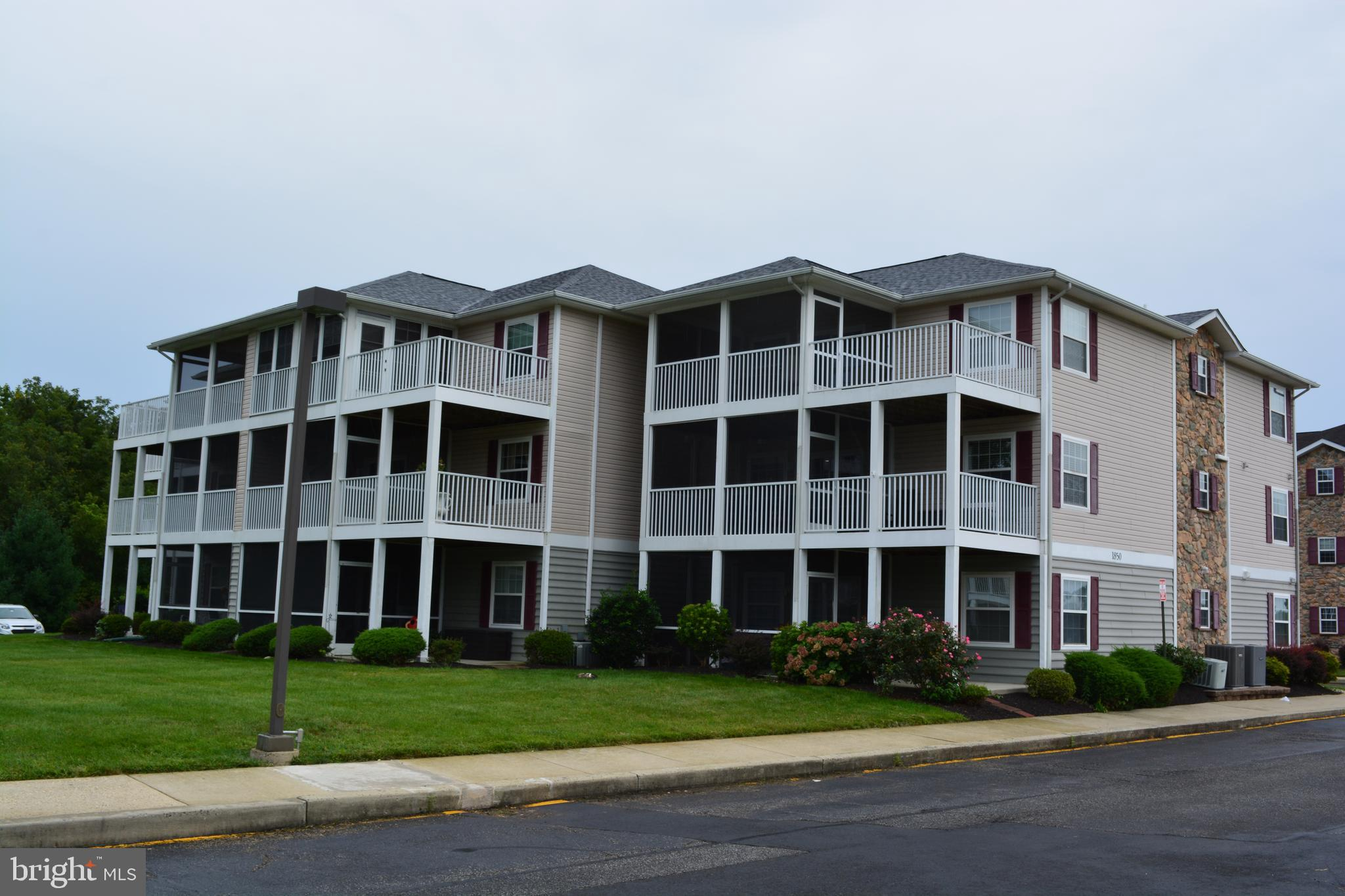 3 Bedrooms, 2 Full Bath Condominium within the Appoquinimink School District.  Bright and open floor plan with fireplace and large covered balcony.  Plenty of closet space including a large walk-in closet in the Master Bedroom.  Bathrooms have a double vanity and oversized wall mirrors.  Living room has recessed lighting, fireplace and access to the screened balcony, most of which is screen and open for unobstructed views of this awesome community.  Maintenance-free exterior, affordable condo living with an elevator make this home a must see.  Close to all commuting corridors for Baltimore, Wilmington and Philadelphia.