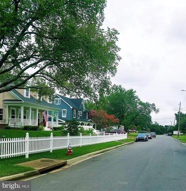 4604 Roundhill Rd Alexandria VA 22310
